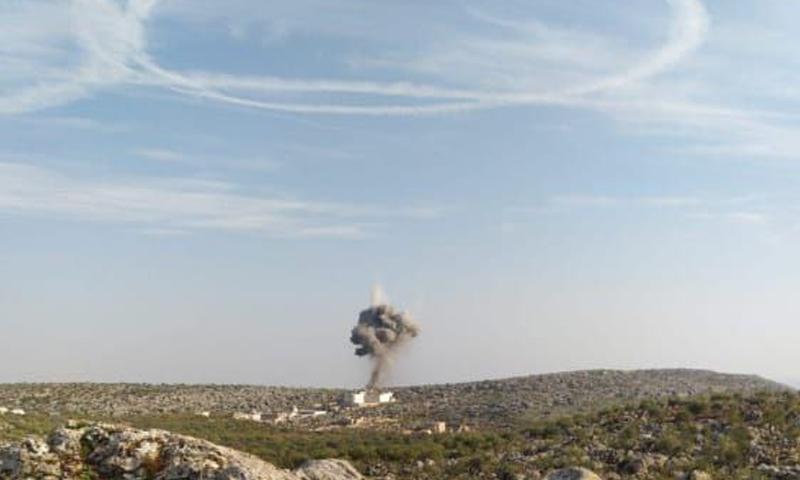 قصف للطيران الروسي على ريف إدلب الشمالي بعد دوران للطائرات ترك آثارًا واضحة على سماء المنطقة - 2 شباط 2021 (متداول/ ناشطون)