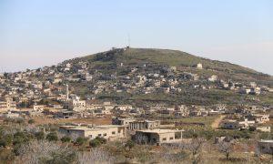 أحد تلال كفر عويد بجبل الزاوية جنوبي إدلب (عنب بلدي/يوسف عريبي)