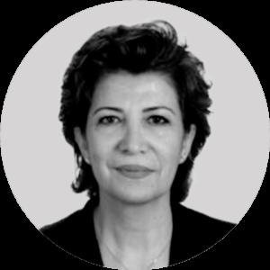 """المحامية السورية والزميلة الباحثة ببرنامج الجرائم الدولية والمحاسبة في """"المركز الأوروبي للحقوق الدستورية وحقوق الإنسان""""، جمانة سيف، 2021، تعديل عنب بلدي."""
