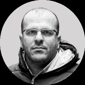 """دياب سرية مؤسس شريك في """"رابطة معتقلي ومفقودي سجن صيدنايا""""، 2021، تعديل عنب بلدي."""