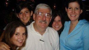 عميل مكتب التحقيقات الفيدرالي، روبرت ليفينسون وعائلته. 14رمن كانون الثاني 2014 (Help Bob Levinson) Facebook page