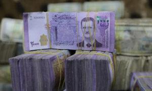 أوراق نقد سورية في محل للصرافة في أعزاز - صورة من أرشيف (رويترز).