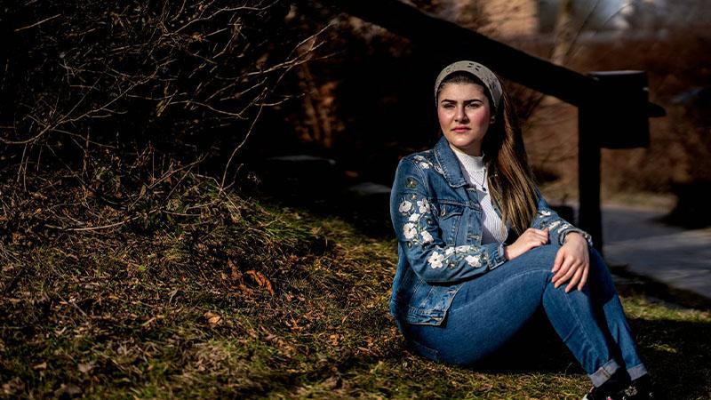 سحب تصريح إقامة أسماء العبد الله (24 عامًا) لكن بسبب عدم تعاون الدنمارك مع النظام السوري لا تستطيع السلطات إجبارها على مغادرة البلاد - كانون الثاني 2021(ستاين بيدستروب)