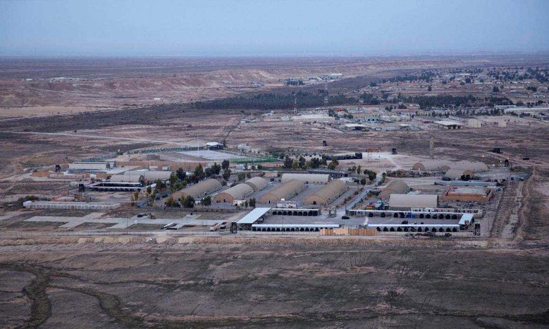 صورة جوية مأخوذة من طائرة مروحية تظهر قاعدة عين الأسد الجوية في صحراء الأنبار الغربية، العراق في 29 من كانون الأول 2020 AFP