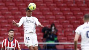كاسيميرو وسواريز لاعبا ريال مدريد واتليتكومدريد -7 آذار 2021 (موقع نادي ريال مدريد)
