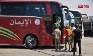 مواطنون يركبون البولمان للتنقل بين المحافظات في سوريا - أيار 2020 (سانا)