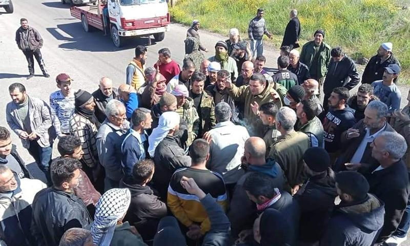قطع طريق القريا السويداء من قبل الفلاحين احتجاجًا على نقص الأمن في المنطقة - 29 آذار 2021 (السويداء 24)