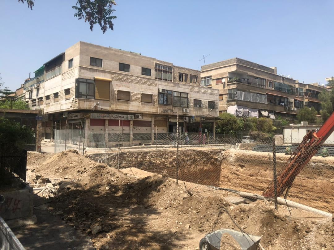 تحويل حديقة عامة إلى مقاسم سكنية في حي الزاهرة القديمة بمدينة دمشق (عمار أسد فيس بوك)