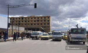 ازدحام على المواصلات العمومية في مدينة حلب بعد تفاقم أزمة المحروقات - آذار 2021 (عنب بلدي/ صابر الحلبي)
