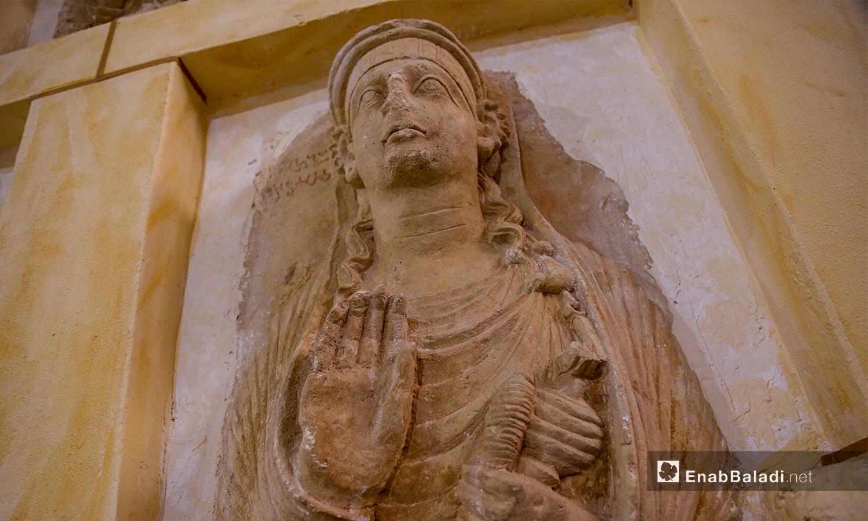 تمثال حجري في متحف مدينة إدلب، مهرب من آثار تدمر إلى الشمال السوري  شباط 2021 (عنب بلدي- يوسف غريبي)