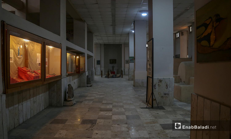 مشهد عام لصالة عرض الاثار ضمن متحف مدينة إدلب شباط 2021 (عنب بلدي - يوسف غريبي)