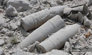 """بقايا لقذائف """"مدفعية"""" في موقع حدوث الانفجار-3 أيار 2021 (أنس الخولي/ عنب بلدي)"""