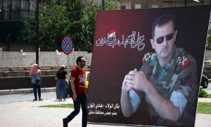 ملصق لرئيس النظام السوري بشار الأسد في ساحة الأمويين بدمشق استعدادًا للانتخابات الرئاسية - 3 من أيار 2021 (لؤي بشارة/ AFP)