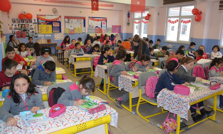 طلاب مدرسة ابتدائية في تركية (yenishafak)