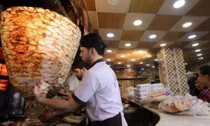 """مطعم """"شاورما"""" في دمشق (AFP)"""