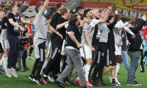 فرحة لاعبي بشكتاش بالفوز بالدوري التركي ـ 15 ايار 2021 (موقع النادي الرسمي)