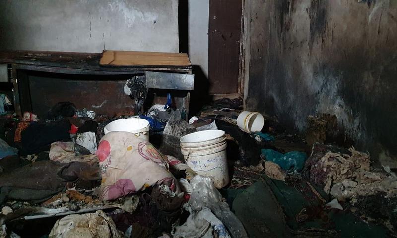 """حريق في مخيم """"نبع الأمل"""" شمال إدلب نتيجة تسرب بجرة الغاز سبب انفجارها ومقتل امرأتين حوامل وطفل في الثامنة من العمر - 11 أيار 2021 (الدفاع المدني)"""