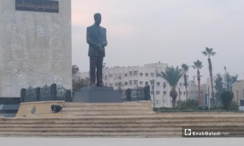 تمثال رئيس النظام السابق حافظ الأسد في مدينة حلب - 2021 (عنب بلدي/ صابر الحلبي)