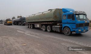 صهاريج نقل النفط على طريق الرقة دير الزور - 15 آذار 2021 (عنب بلدي /حسام العمر)