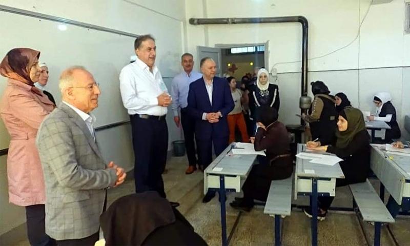 زيارة لمحافظ حلب حسين دياب إلى المراكز الامتحانية لشهادة التعليم الإعدادي في المدينة - 30 أيار 2021 (فيسبوك/ كل ما يهم الوضع الخدمي في حلب)