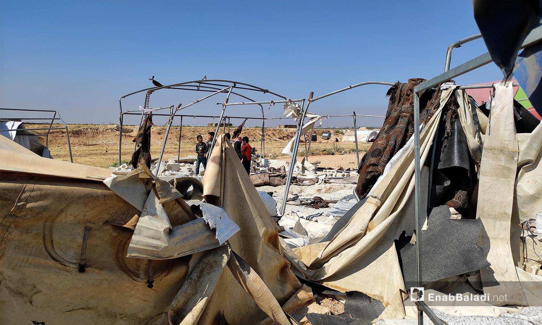 """قوات النظام استهدفت بشكل مباشر بقذائف المدفعية مخيم """"الأبرار"""" الواقع بالقرب من قرية طعوم شمال شرقي إدلب - 9 حزيران 2021(عنب بلدي/أنس الخولي)"""