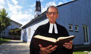 حكم على القس البروتستانتي، أولريش جامبرت، بغرامة قدرها 3000 يورو لاستقباله لاجئًا أفغانيًا