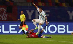 مواجهة الأرجنتين وتشيلي في تصفيات كأس العالم 2022 (حساب المنتخب الأرجنتيني/ تويتر)