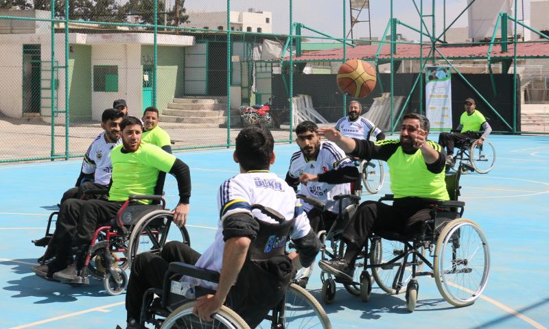 """فريق """"رُسل"""" الرياضي يلعب كرة السلة على الكراسي المتحركة (منظمة رُسل لذوي الإعاقة)"""
