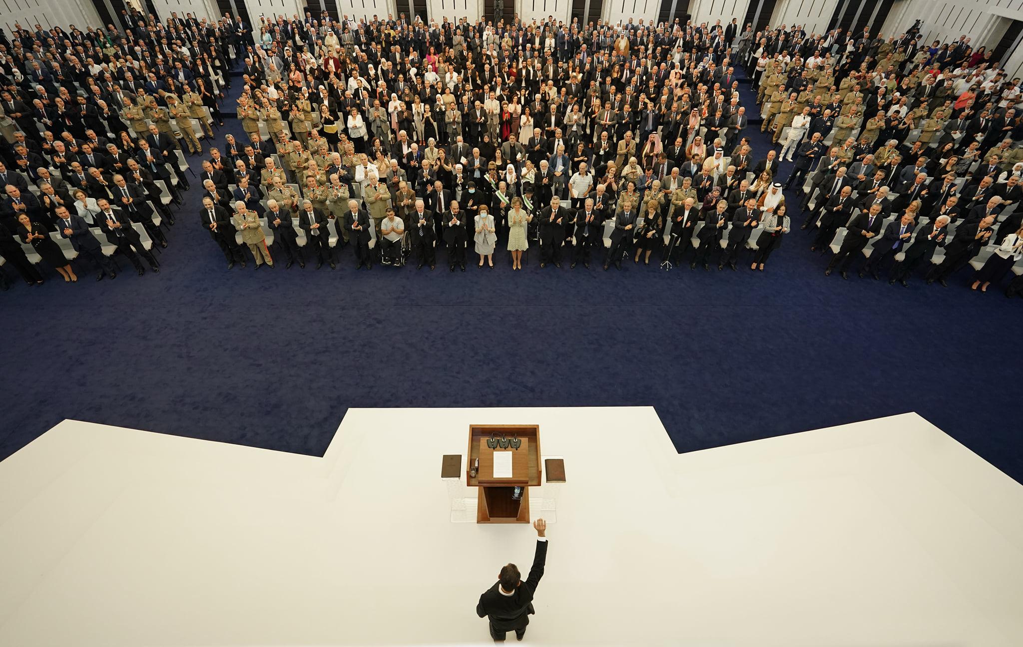 """رئيس النظام السوري، بشار الأسد، لحظة تأدية """"اليمين الدستورية"""" في قصر الشعب - 17 من تموز 2021 (رئاسة الجمهورية)."""