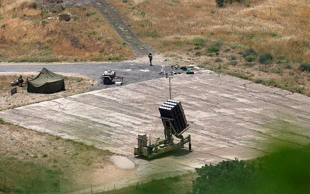 نظام دفاع صاروخي من نوع القبة الحديدية، مصمم لاعتراض وتدمير الصواريخ قصيرة المدى وقذائف المدفعية ، تم نشره في شمال اسرائيل_ 2018 (AFP)