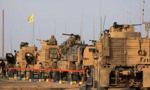 """جنود أمريكيون في حقل """"العمر"""" النفطي بدير الزور (رويترز)"""