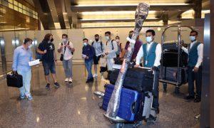 الفريق الأولمبي للاجئين يصل إلى الدوحة لبدء معسكرهم التدريبي الذي ستنظمه اللجنة الأولمبية القطرية قبل مشاركتهم في دورة الألعاب الأولمبية 2020- 13 تموز 2021 (Qatar Living)
