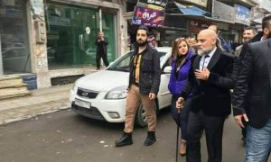 مايك فغالي في أحد شوارع مدينة حمص (شبكات محلية)