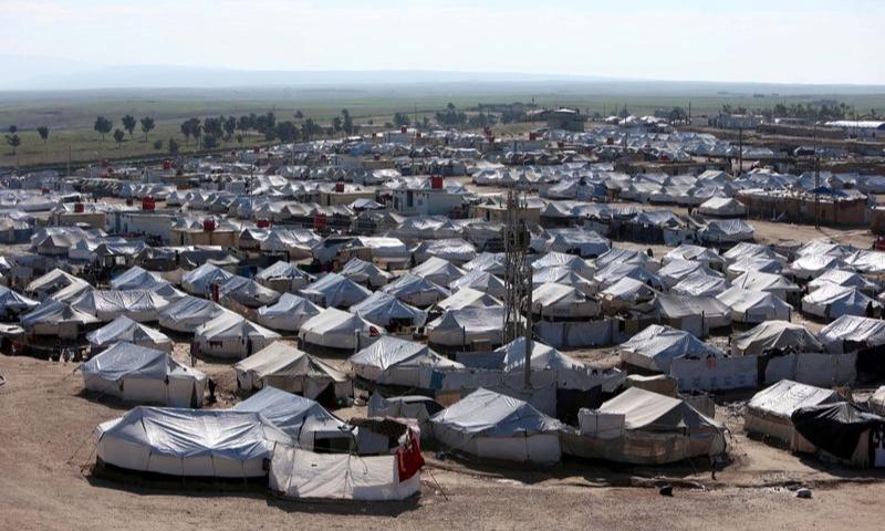 """مخيم""""الهول"""" في مدينة الحسكة شمال شرقي سوريا (رويترز)"""