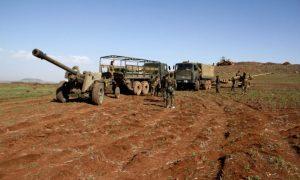 النظام السوري يحشد منذ أيام لعملية عسكرية ضد حي درعا البلد (Epa)
