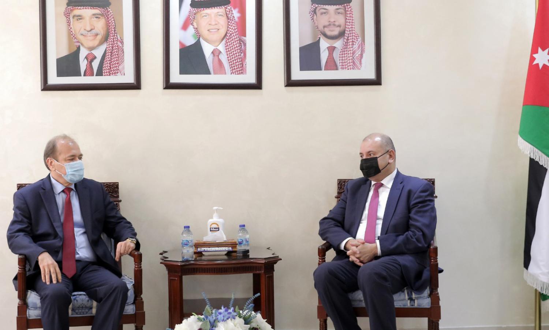 رئيس مجلس النواب الأردني، عبد المنعم العودات، يبحث مع القائم بأعمال السفارة السورية في عمان، عصام نيال، تعزيز التعاون البرلماني بين البلدين، المصدر: (بترا)، 2021.