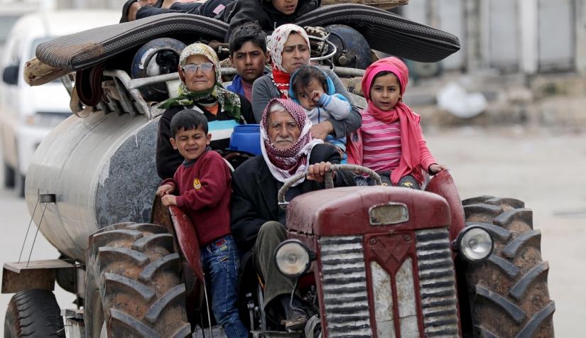 نازحون من مدينة عفرين، المصدر: نون بوست، 2021.