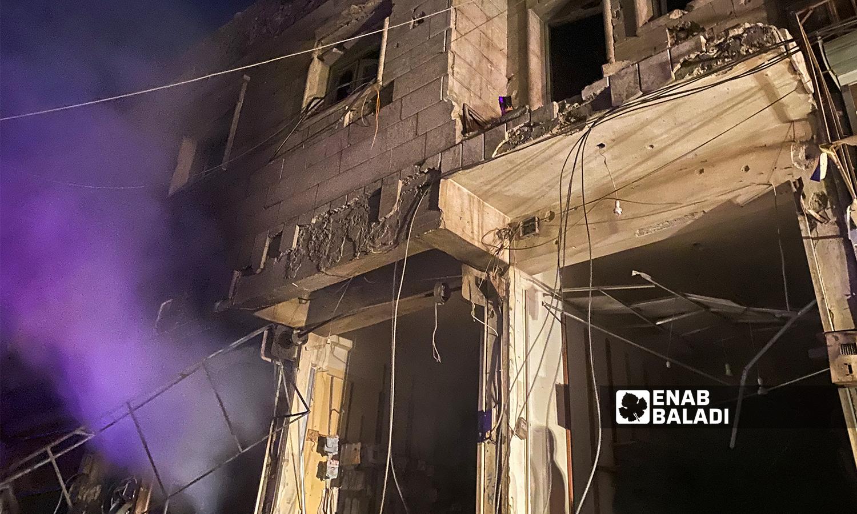 تصاعد الدخان من أحد المحال التجارية بعد قصف مدفعي استهدف مدينة الباب - 5 آب 2021 (عنب بلدي / عاصم ملحم)