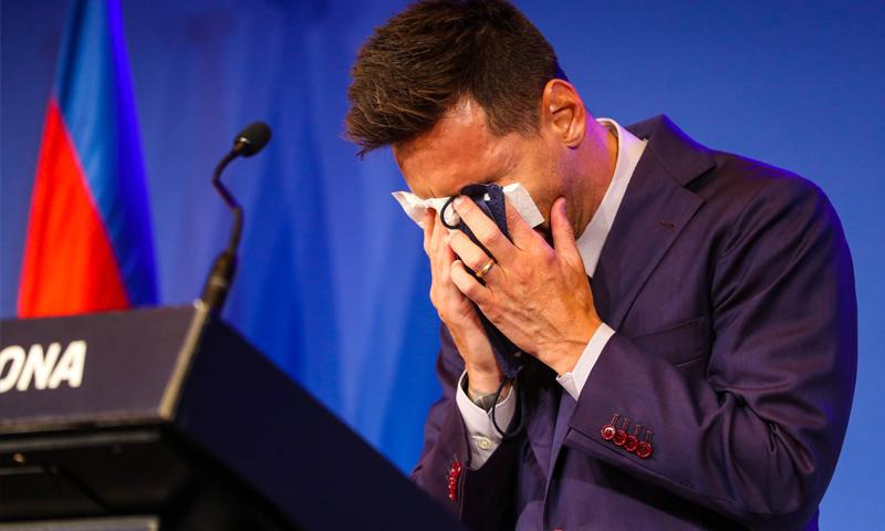 ليونيل ميسي يجهش بالبكاء في المؤتمر الصحفي - 8 من آب 2021 (FCB)