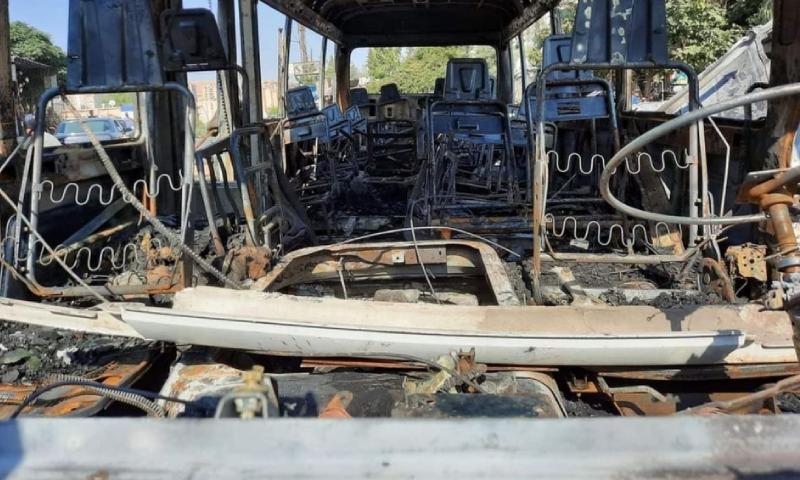 """استهدف حافلة """"مبيت"""" عسكري قرب الحرس الجمهوري في دمشق- 4 من آب 2021 (شام إف إم)"""