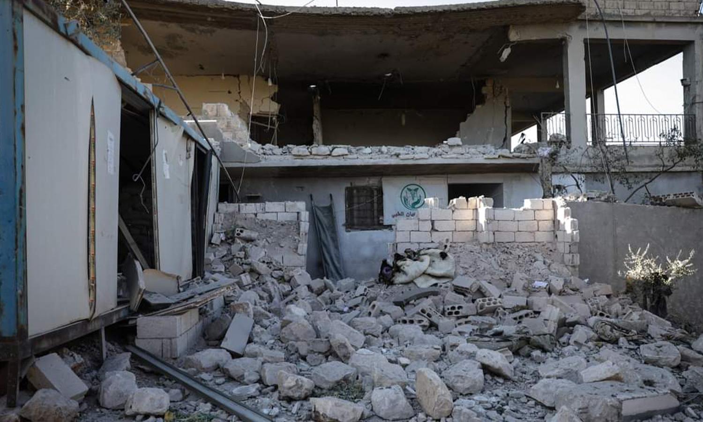 صورة من استهداف قوات النظام وروسيا للنقطة الطبية الإسعافية في بلدة مرعيان بقذائف موجهة بالليزر- 8 من أيلول 2021 ( الدفاع المدني السوري)