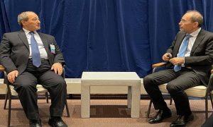 """لقاء وزير الخارجية في حكومة النظام السوري،فيصل المقداد، مع نظيره الأردني، أيمن الصفدي، في نيويورك، """"الخارجية السورية""""، 2021."""