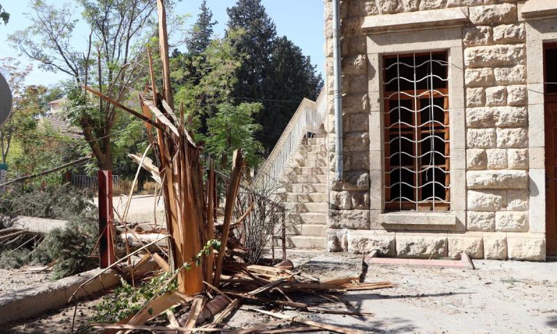 منزل متضرر بأضرار طفيفة جراء سقوط قذيفة من سوريا على منطقة قرقامش بولاية غازي عنتاب التركية- 11 تشرين الأول 2021 (NTV)