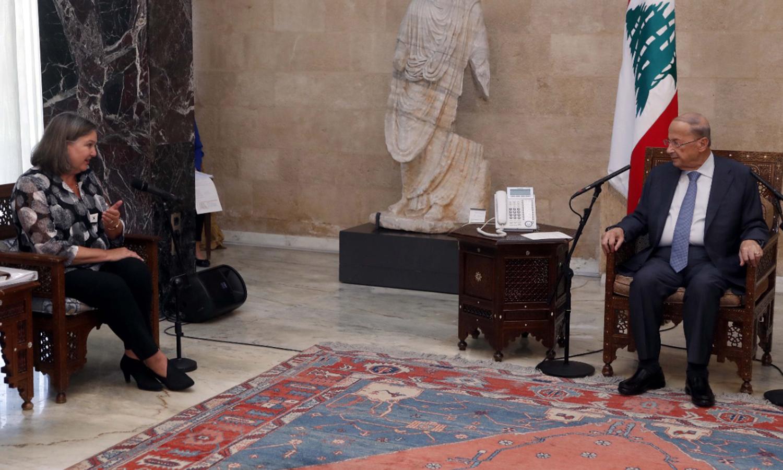 """لقاء نائبة وزير الخارجية الأمريكية للشؤون السياسية، فيكتوريا نولاند، ورئيس الحومة اللبنانية، ميشيل عون (حساب رئاسة الجمهورية في """"تويتر"""")"""