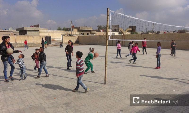 Pupils in Farhan Ali School in al-Hilaliye neighborhood in al-Qamishli - 17 November 2016 (Enab Baladi)