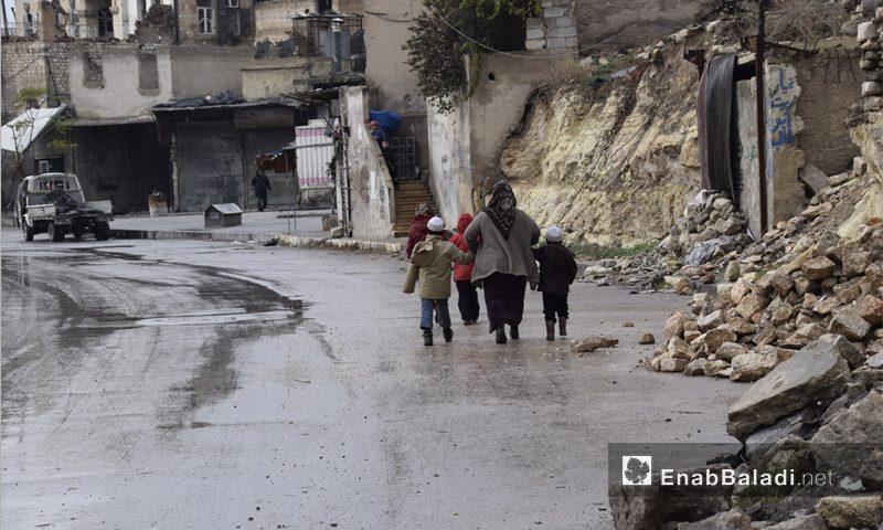 Residents fleeing the city of Aleppo, 2 December 2016 (Enab Baladi)