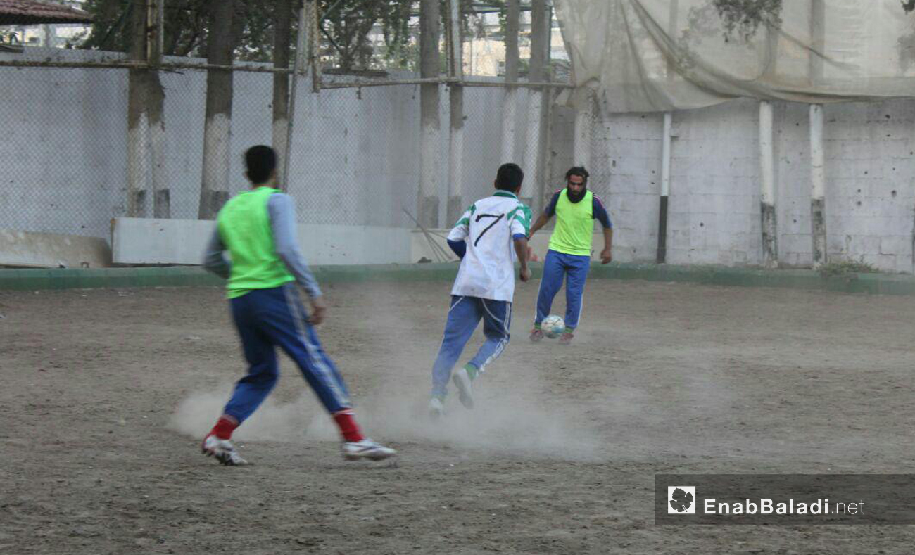 Players in al-Jaysh football club in eastern Ghouta, Damascus, during training, November 2016 (Enab Baladi)