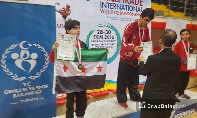 Junior player Majd Sheikh Nayef wins a silver medal at the Samsun international championships in Turkey, 29 October 2016 (Enab Baladi)