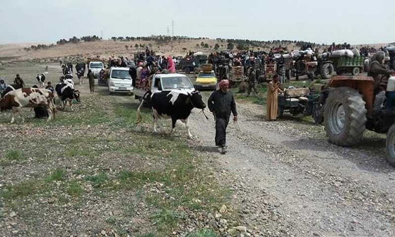 Villages of North al-Tabqah leaving their houses - 31 March 2017 (Facebook)