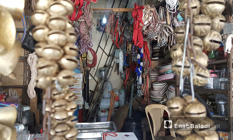 """A shop that sells traditional goods in Ezra market """"Market of the Jews"""" in the city of Qamishli - 2 May 2017 - (Enab Baladi)"""
